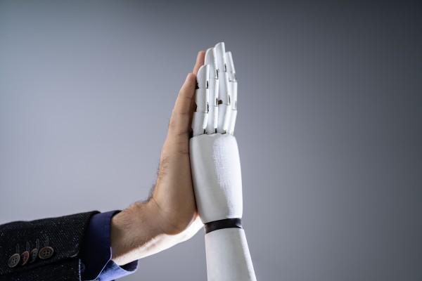 Multiplication des problèmes de santé psychologique et psychiatrique : quelle place pour les robots ?